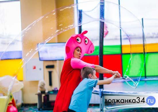 Свинка Пеппа на шоу мыльных пузырей в Бегемотике